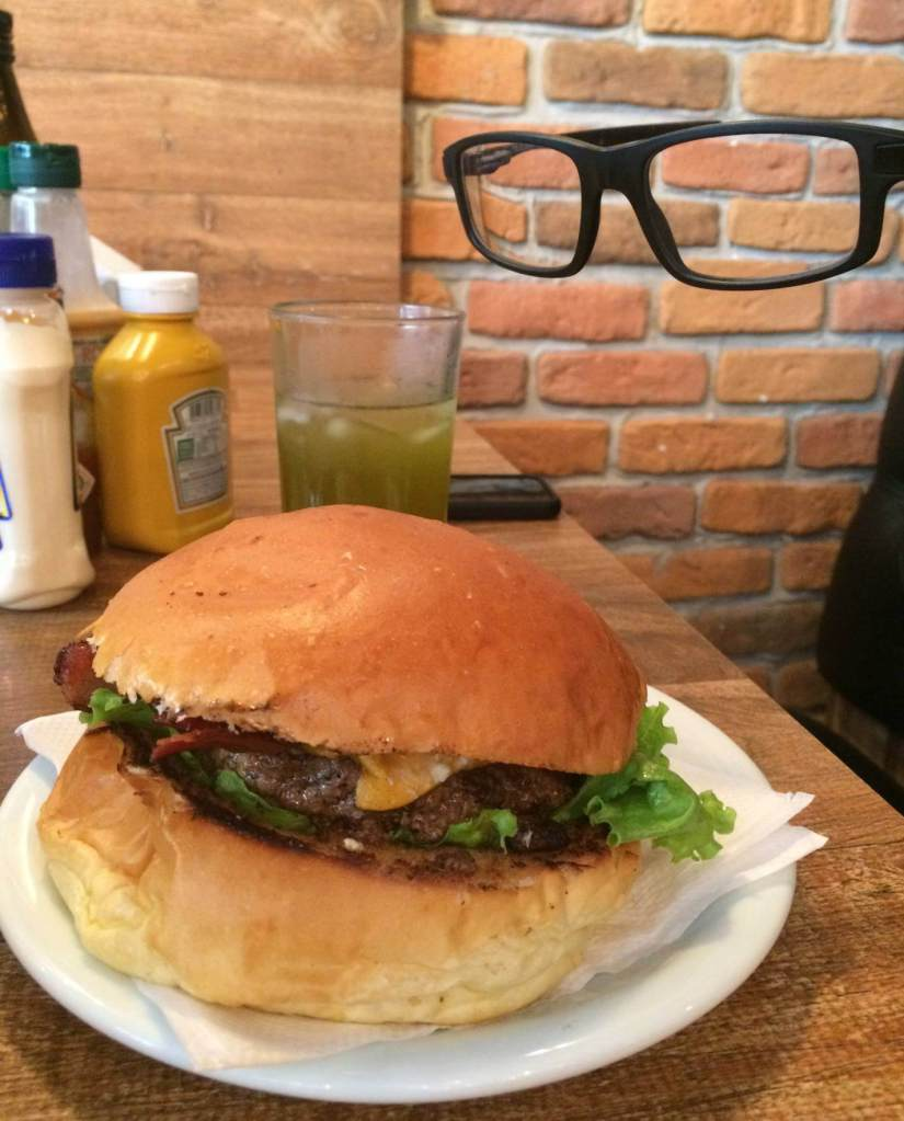 Hamburgueria Descolado hamburguer bacon lovers do óculos