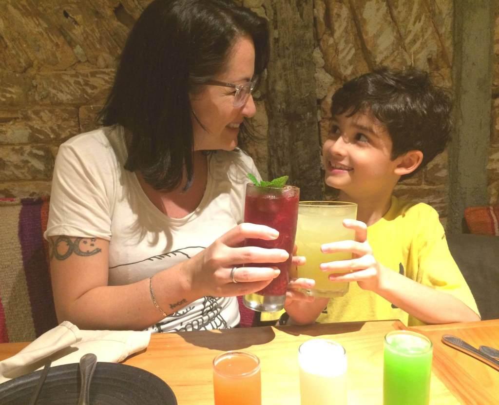Lima brinde com chá da casa e El Periodista os3fominhas