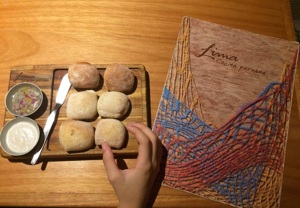 Lima pãozinho com pastinha e o cardápio os3fominhas