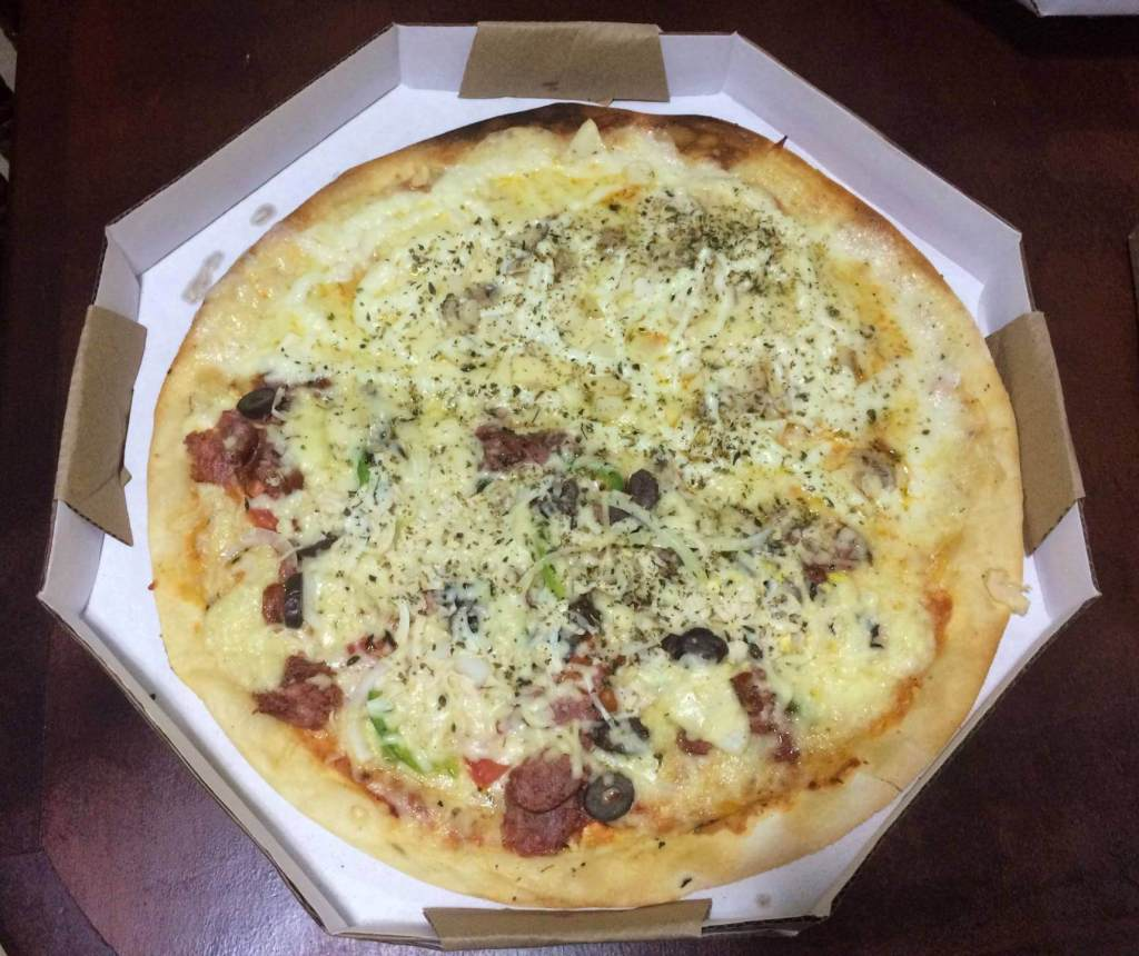 pizza metade portugues metade do chefe da Pizzaria 4 Sabores com os3fominhas