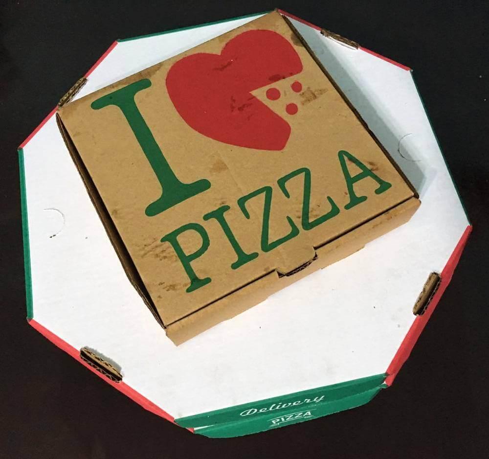 pizza na caixa da Pizzaria Estrela do Rio - os3fominhas