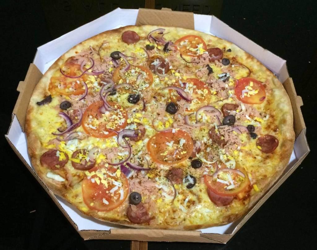 pizza de portuguesa da pizzaria Rustica com os3fominhas