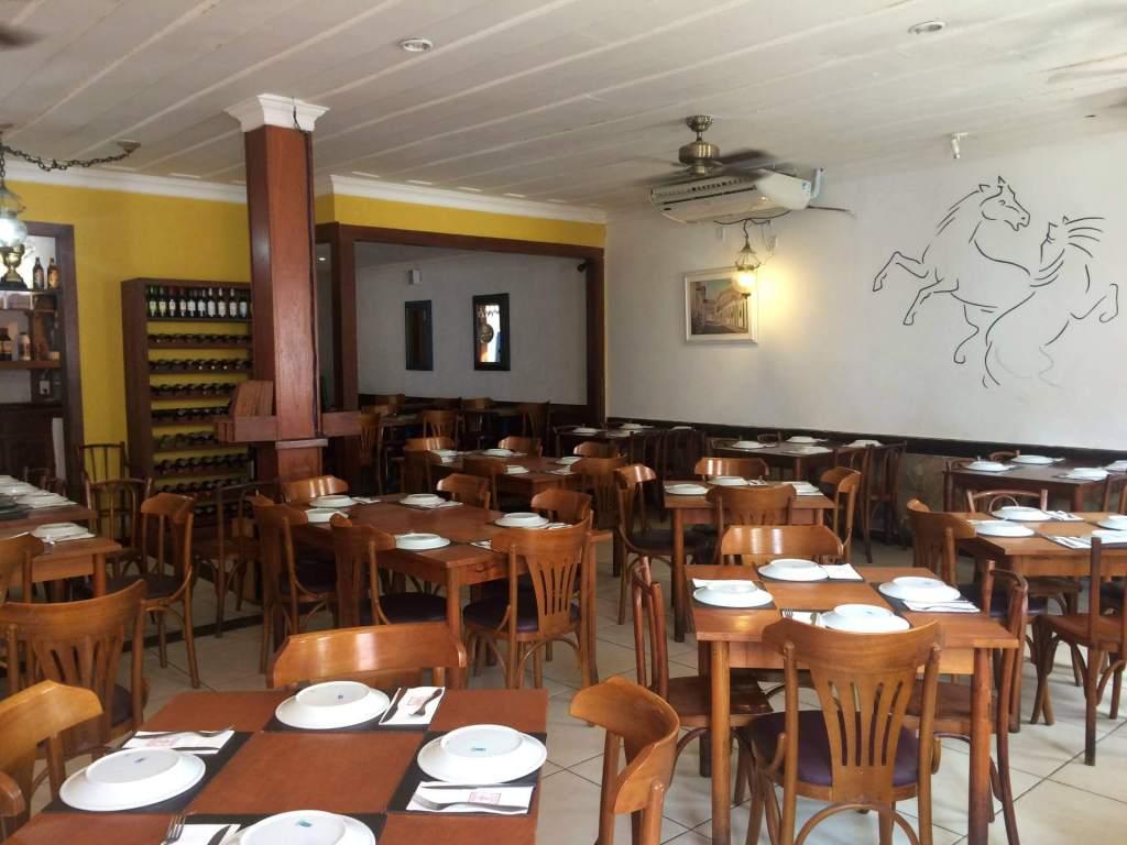 salão do restaurante Galeria do Engenho com os3fominhas