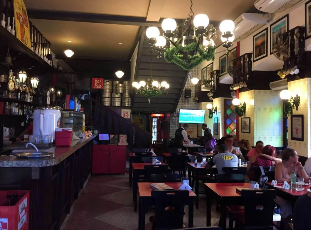 salão interno do Bar do Leo com os3fominhas