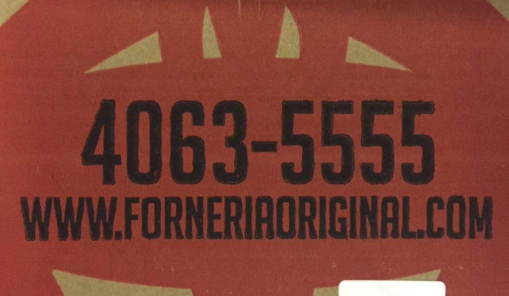 telefone na embalagem da Forneria Original com os3fominhas