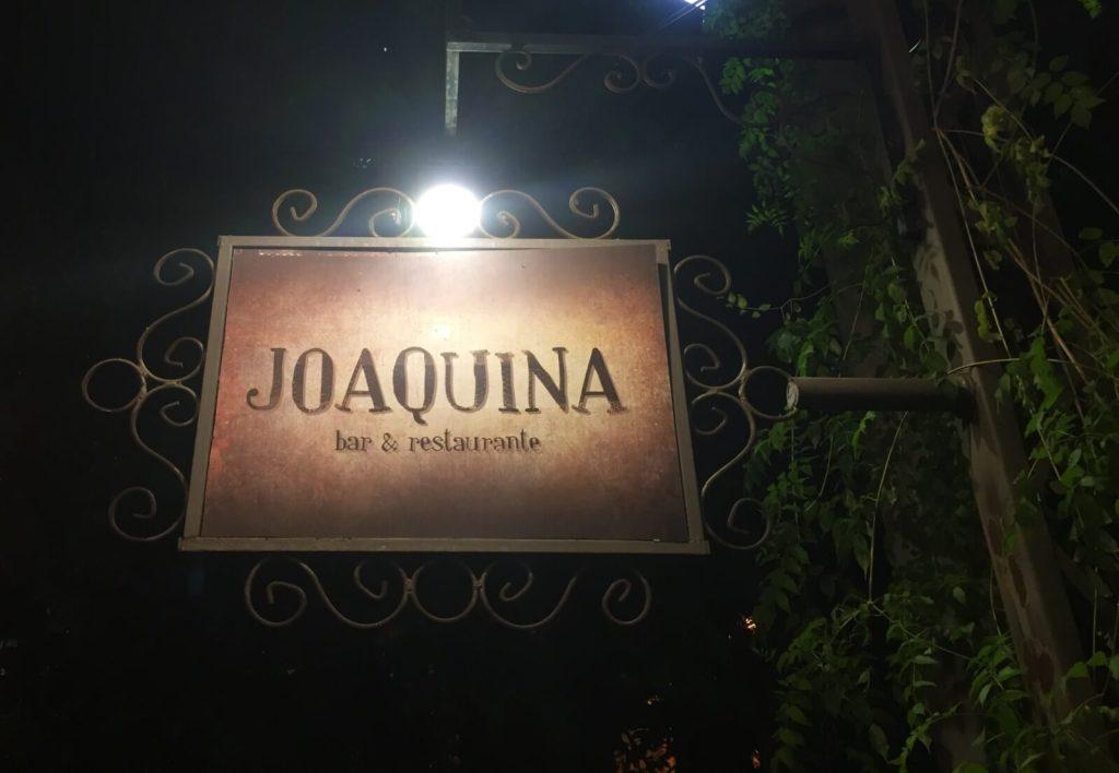 placa na entrada do Joaquina com os3fominhas