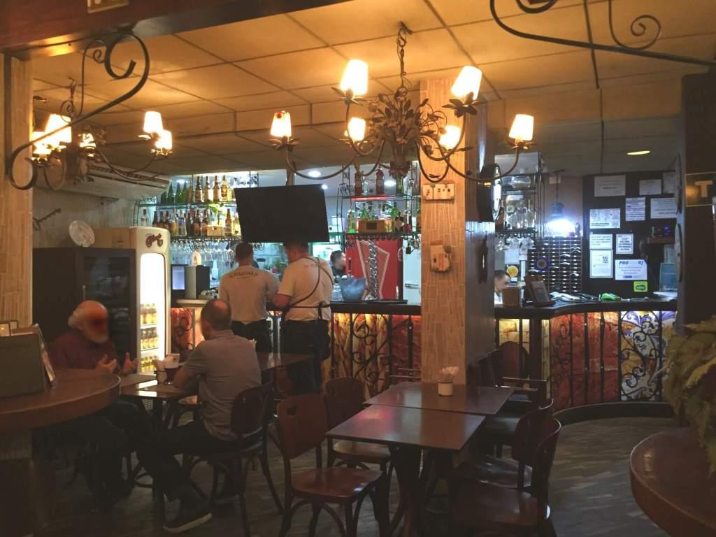 bar e salão interno do Joaquina com os3fominhas