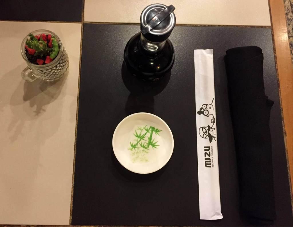 mesa arrumada do Restaurante Mizu com os3fominhas