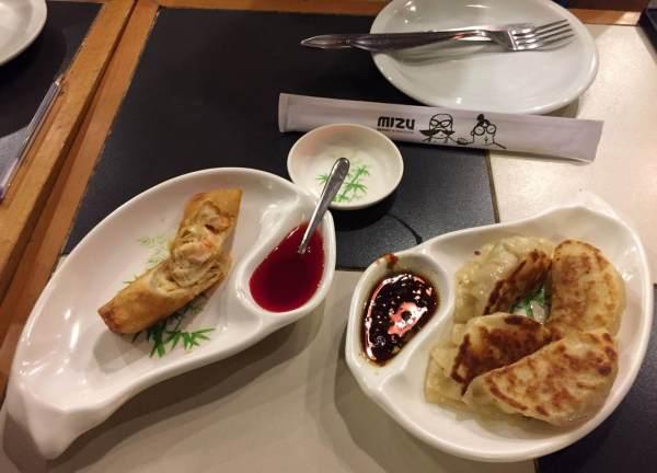 guioza e harumaki de camarão no Restaurante Mizu com os3fominhas