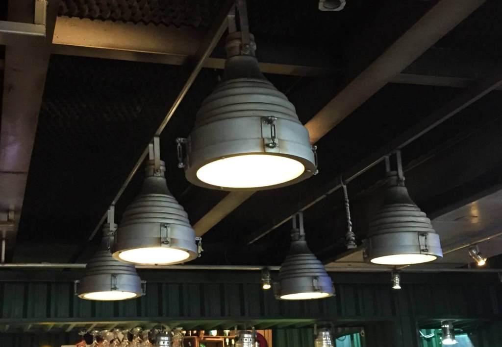 teto e luminária do Restaurante Rayz com os3fominhas