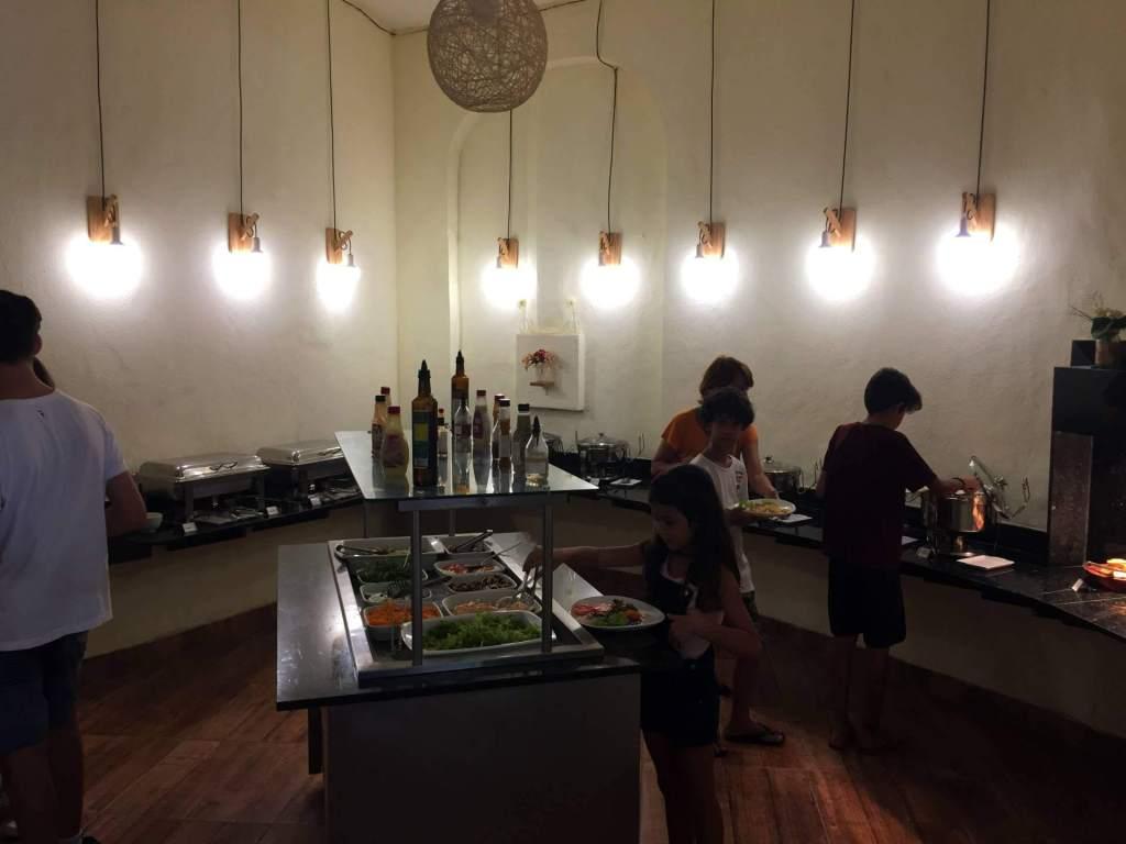 buffet a quilo do Zecas Restaurante com os3fominhas