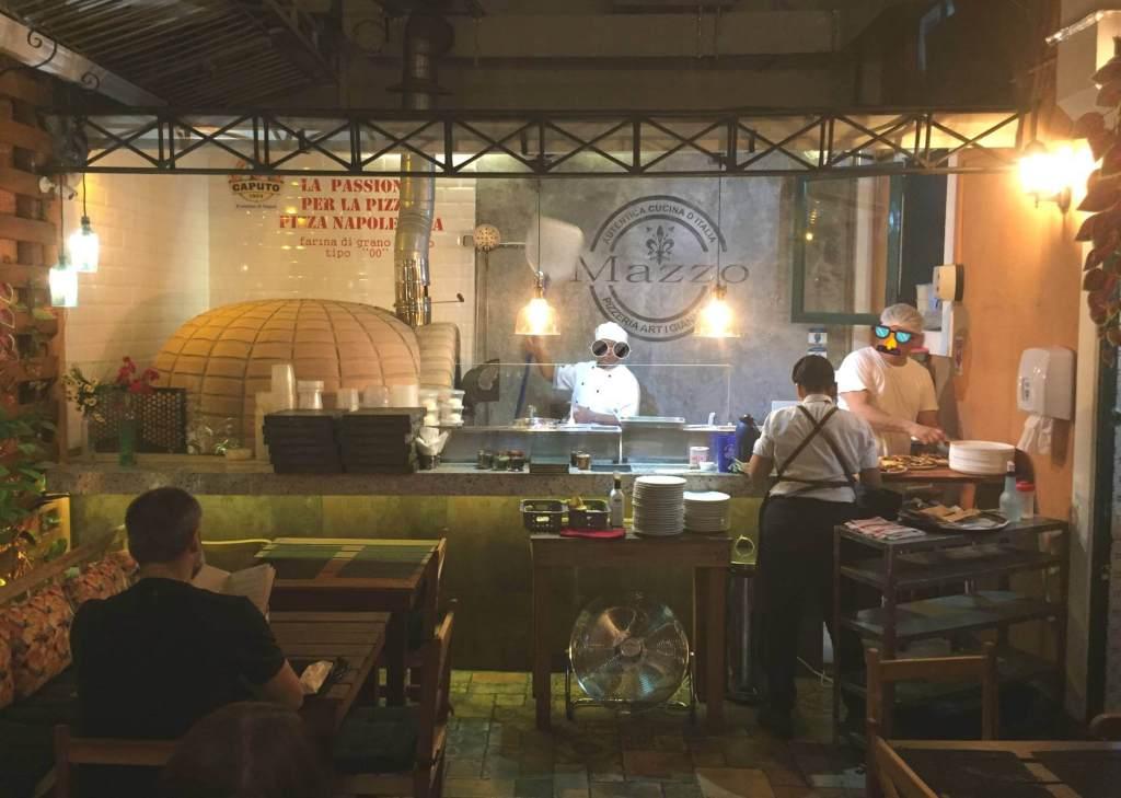 cozinha aberta da Mazzo Pizzaria com os3fominhas