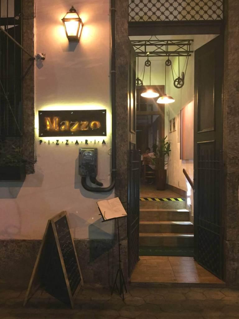 entrada da Mazzo Pizzaria com os3fominhas