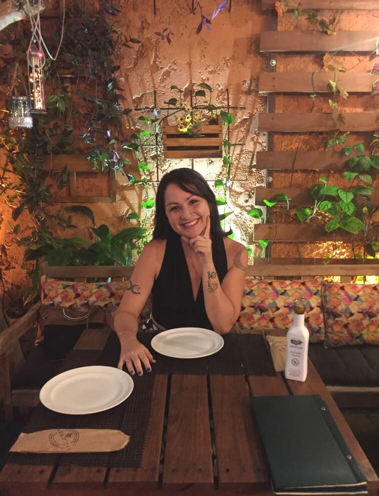 salão teto aberto na Mazzo Pizzaria com os3fominhas