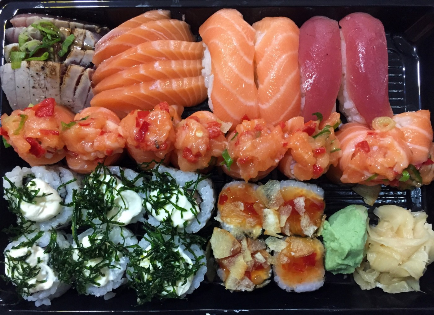 sashimis suhis e rolls do exclusivo sushi com os3fominhas
