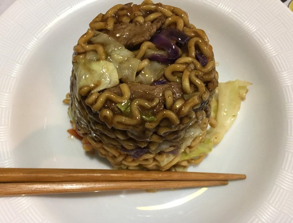 yakisoba de carne do exclusivo sushi com os3fominhas
