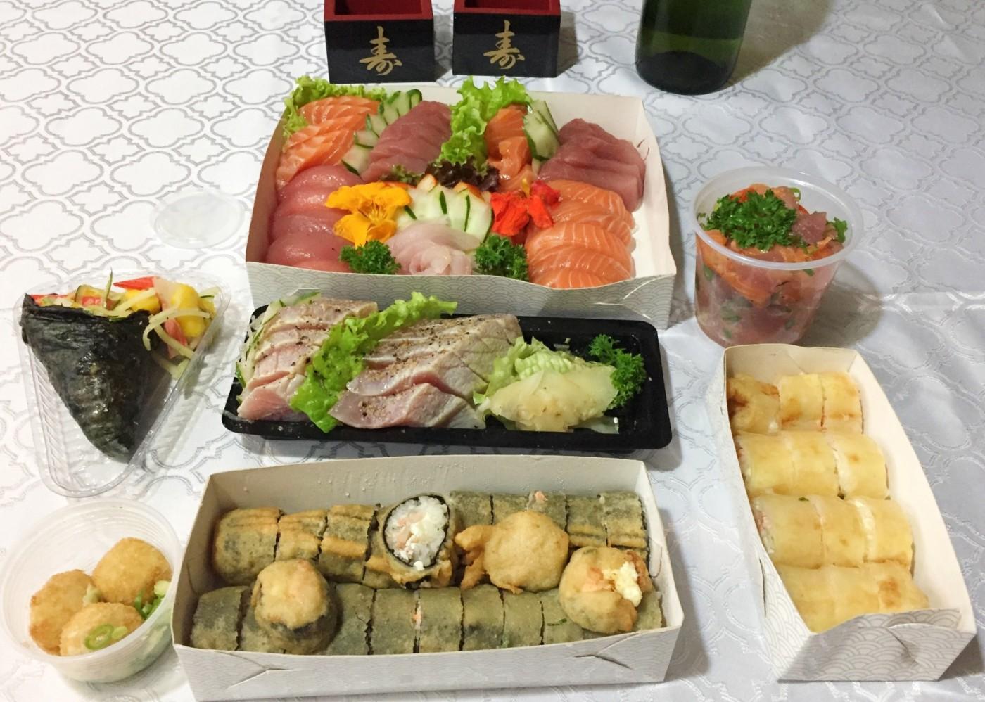 combinado 60 peças, combo 7 e atum roasted do Delice Sushi com os3fominhas