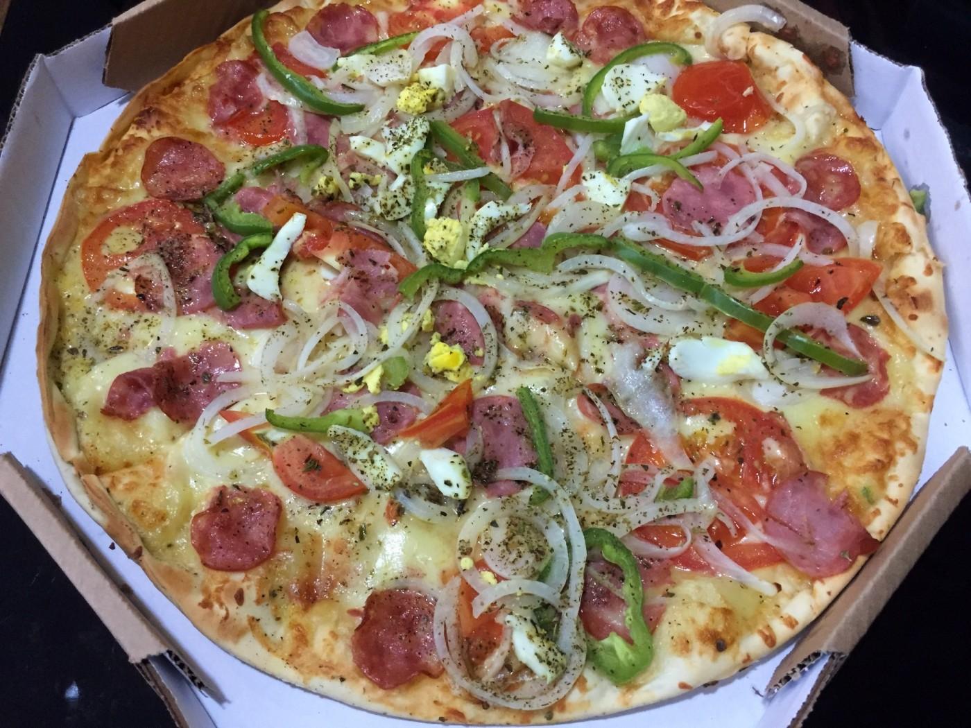 pizza portuguesa da pizzaria janin com os3fominhas